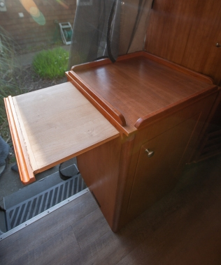 cabinetwithpulout (1 of 1)